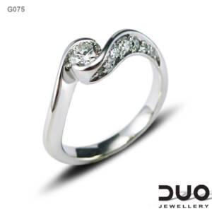 Годежен пръстен G075 - Годежен пръстен от бяло злато с диаманти